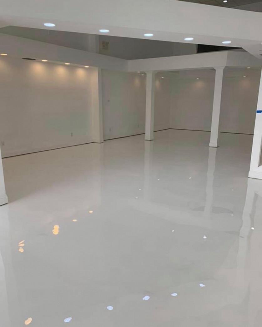 Designer metallic epoxy floor (high gloss white) image